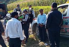 Huánuco: sorprenden a juez de paz junto a otras personas jugando fútbol