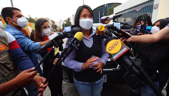 """""""He podido conversar con el director médico. Kenji tiene principios de neumonía, tiene entre el 10% y 15% de los pulmones comprometidos"""", reveló Keiko Fujimori. (Foto: Hugo Curotto / @photo.gec)"""
