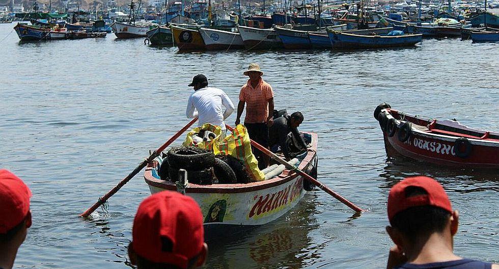 En jornada de limpieza hallan hasta cocina en mar de Pucusana