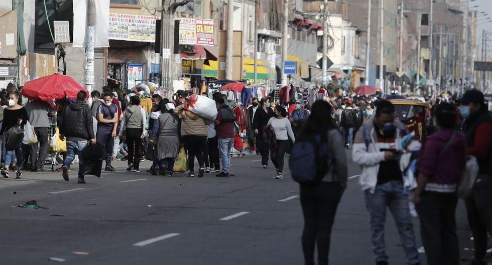 Comerciantes informales tomaron las calles aledañas al emporio comercial de Gamarra. (Foto: GEC)
