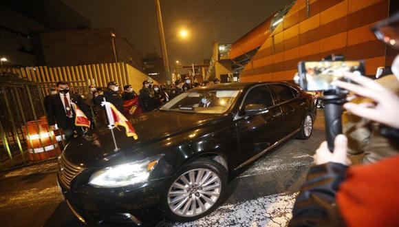 Vehículos oficiales llegan a sede del Teatro Nacional, ubicado en el distrito de San Borja. (Fotos : Jorge Cerdan/@photo.ge)