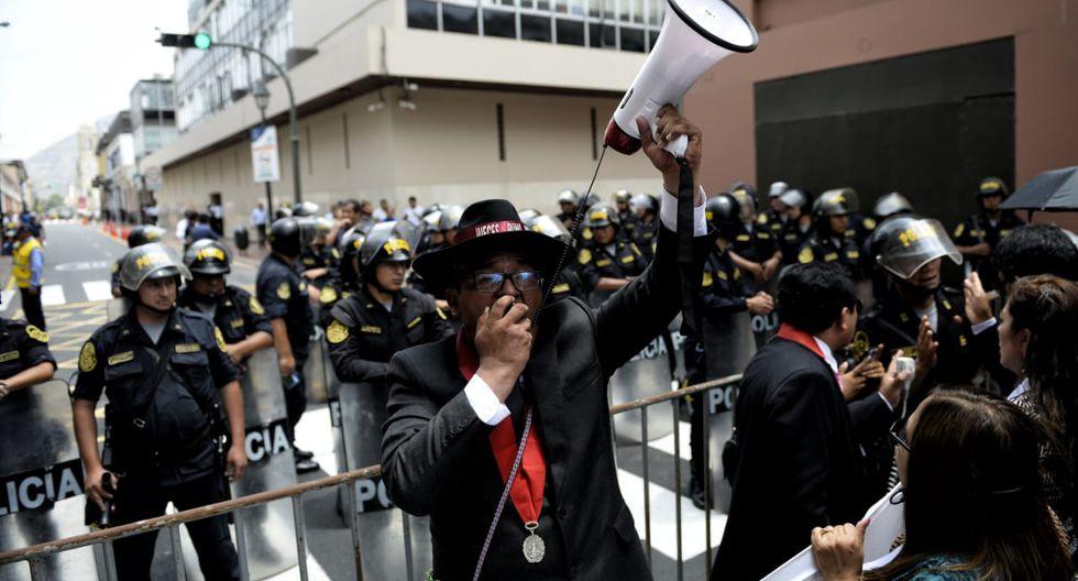 Magistrados intentaron llegar a Palacio de  Gobierno - Foto: Miguel Yovera