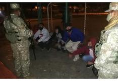 Castigan a jóvenes con ejercicios físicos tras sorprenderlos libando licor en parques de Trujillo