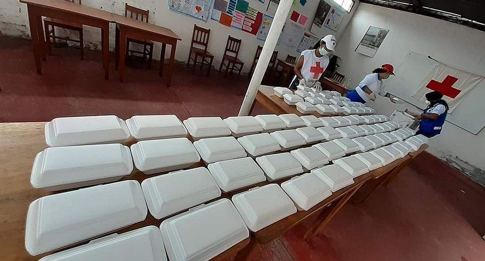 Voluntarios solidarios que alimentan a personas más necesitadas(VIDEO)