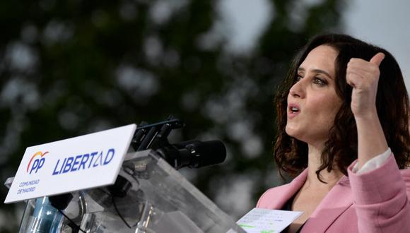 Isabel Díaz Ayuso renovaría como presidenta de la región madrileña, mejorando su resultados, tras una campaña electoral basada en su gestión de la pandemia del coronavirus. (JAVIER SORIANO / AFP)