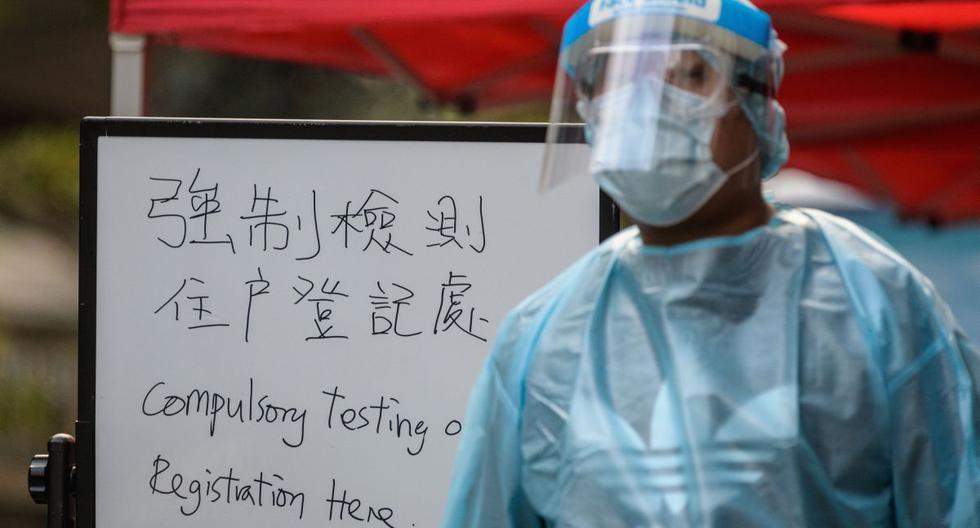 China comenzó hace un tiempo a exigir prueba anal de coronavirus a los llegados del extranjero. (Foto: ANTHONY WALLACE / AFP).
