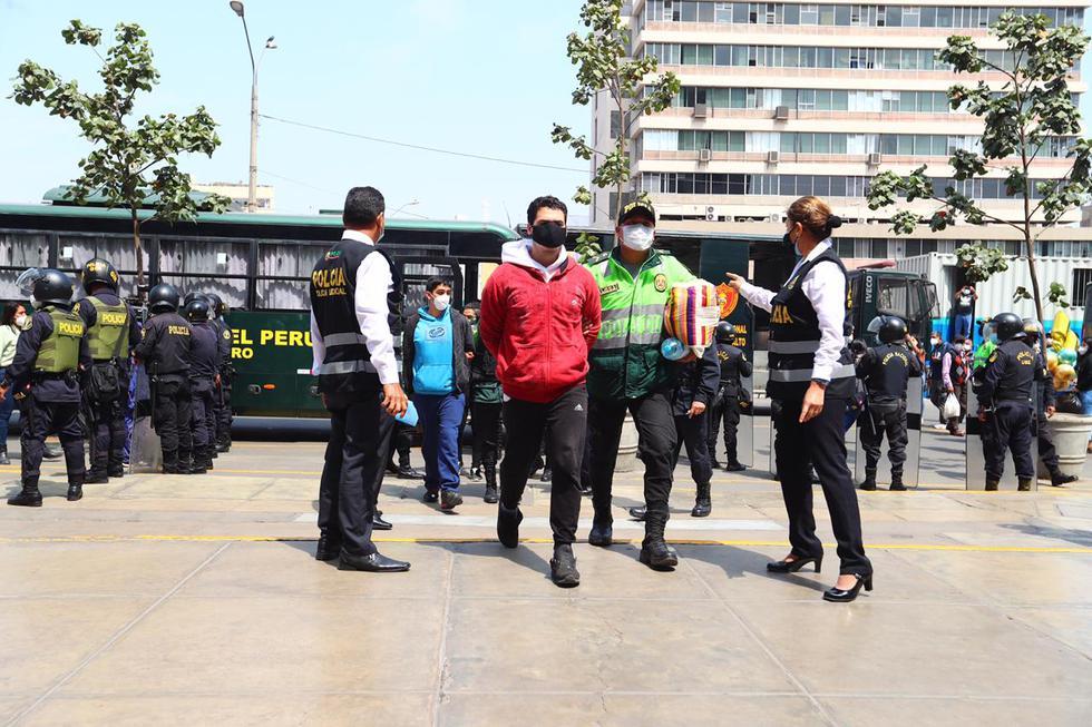Los acusados pasaron por pruebas de descarte de coronavirus COVID-19. Todos dieron negativo. foto:HugoCurotto / @photo.gec