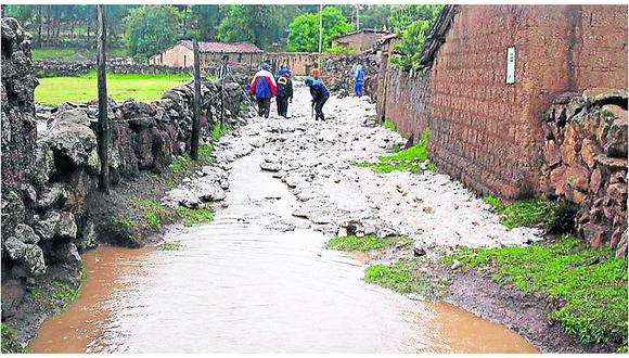 Intensas lluvias y huaicos castigan a la región Ayacucho