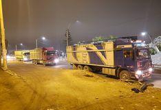 Caen tres camiones repletos con maíz de contrabando
