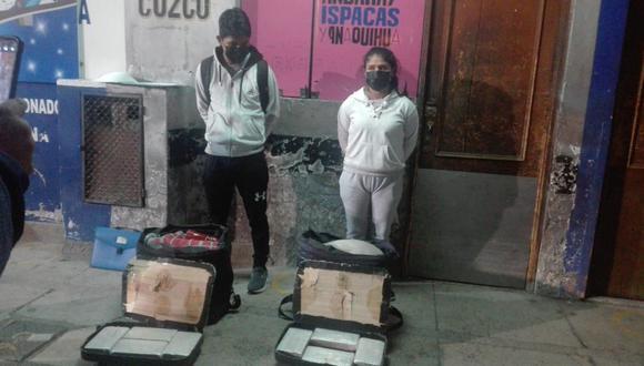 Jóvenes transportaban droga en maletas. Foto: Difusión.