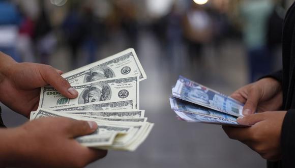 En el mercado paralelo o casas de cambio de Lima, el tipo de cambio se cotizaba a S/ 3.765 la compra y S/ 3.800 la venta de cada billete verde. (Foto: GEC)