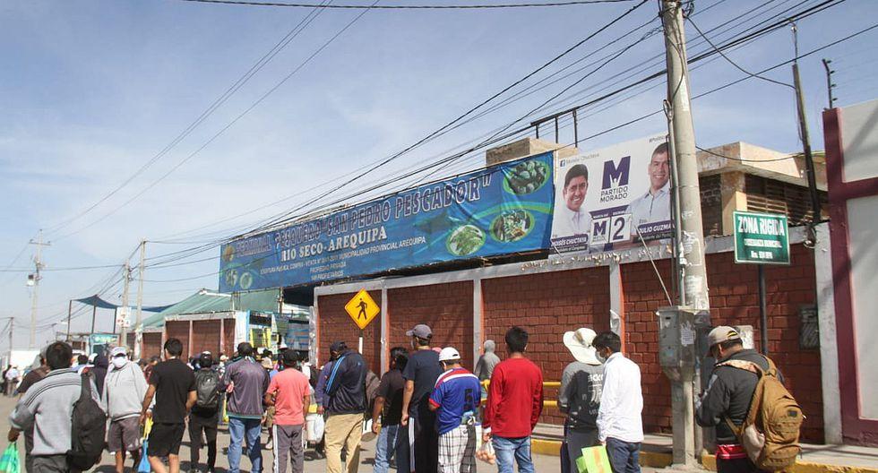 Pese a cuarentena, miles se aglomeraron en mercados de Arequipa (FOTOS)