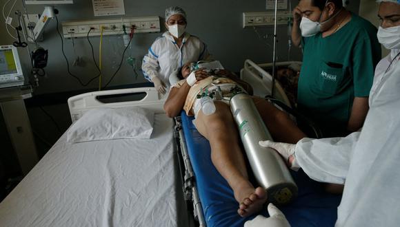 La tasa de mortalidad de la enfermedad en Brasil se sitúa ahora en 118 decesos por cada 100.000 habitantes. (Foto: TARSO SARRAF / AFP)