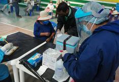 Aplican segunda dosis a los adultos mayores de 80 años en Paucarpata