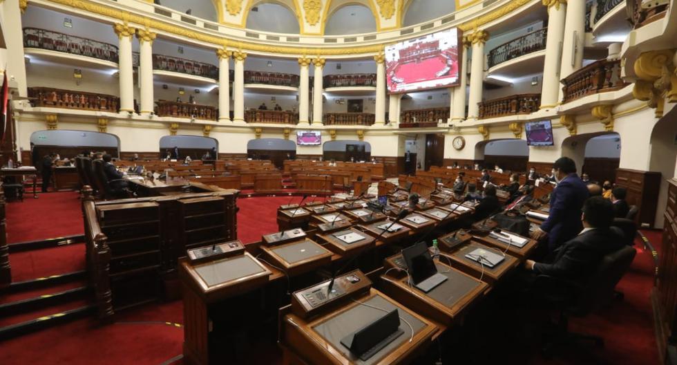 Congreso investigará quiénes lanzaron calificativos contra legisladores durante votación