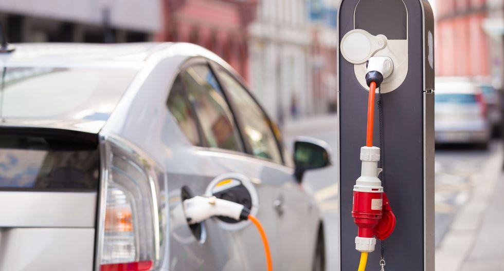Venta de autos híbridos y eléctricos crece en 33 % hasta agosto pese a la crisis