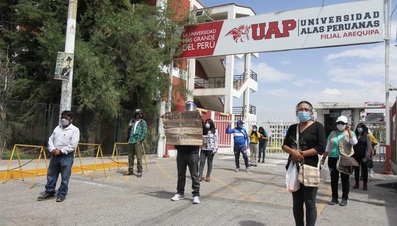 Estudiantes protestas en Arequipa para pedir atención de Añas Peruanas| Foto: Leonardo Cuito
