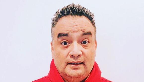 A través de su cuenta oficial de Facebook, Jorge Benavides compartió una divertida edición, donde un hombre está cayendo del cielo. Sobre el cuerpo animado pusieron la cara del humorista nacional. (Foto: Facebook @jbjorgebenavides)