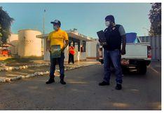 Donan alcohol para personas que controlan el ingreso a Santiago de Cao