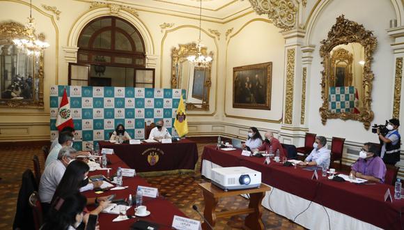 Muñoz informó que se acordó mantener una mesa abierta para encontrar una solución al respecto.  (Foto: Hugo Pérez/ @PHOTO.GEC)