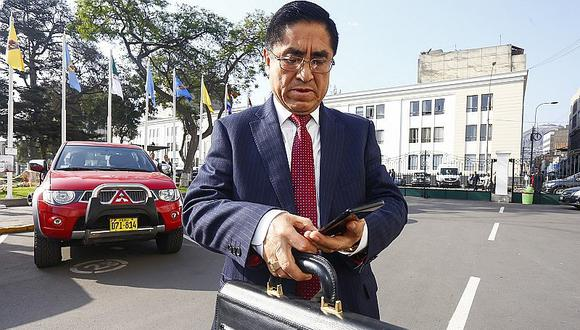 Diplomático ayudó a César Hinostroza a sacar pasaporte