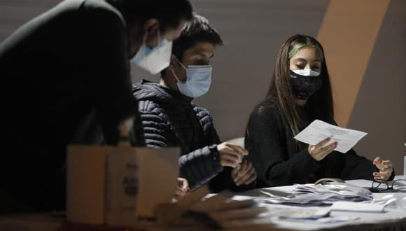 Al 92.118% de las actas procesadas, Keiko Fujimori, de Fuerza Popular, obtuvo 50.172% y Pedro Castillo, de Perú Libre, alcanzó 49.828% de los votos válidos., informó la Oficina Nacional de Procesos Electorales. (Fotps: Jorge Cerdan/@photo.gec)