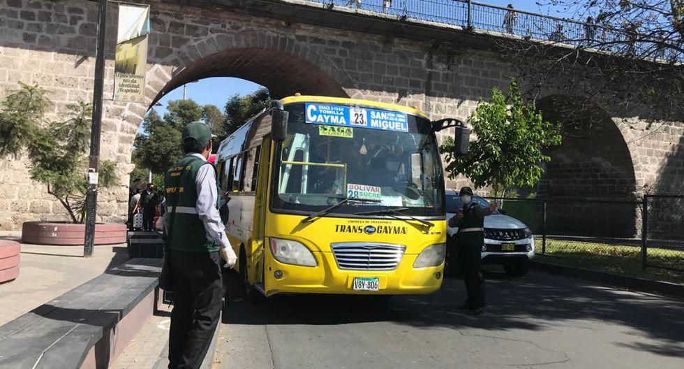 Multan a cien conductores de transporte público en Arequipa por no cumplir protocolos de bioseguridad