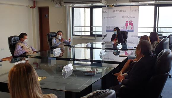 La Jefatura de la Misión de Observación Electoral de la OEA tuvo una reunión con la jefa del Reniec, Carmen Velarde. (Foto: OEA)