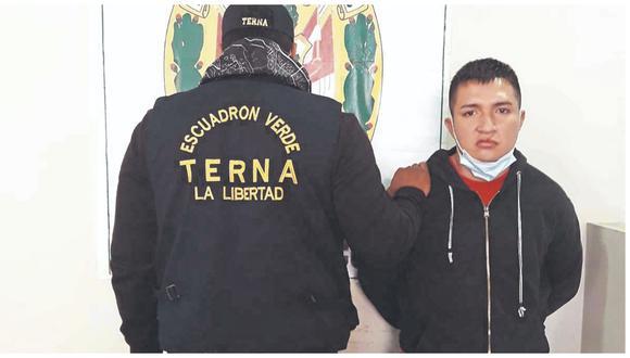 """Agentes del Escuadrón Verde lograron reducirlo y le encontraron el equipo móvil de agraviada. """"Víctor """" purgó condena en los penales de Lima y Trujillo."""