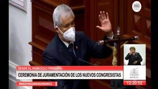 """Congresista de Podemos Perú juró por la Virgen de Guadalupe: """"Por mis hijos, mi familia y honor"""" (VIDEO)"""