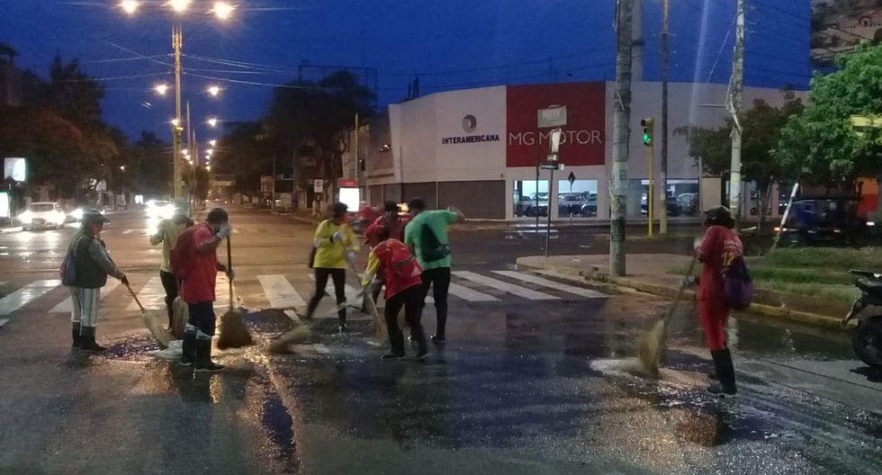 Decenas de personas madrugan en Lambayeque y forman cola para cobrar bono de S/380