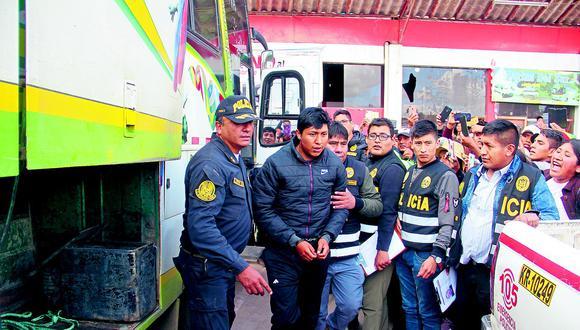 Policías detienen a hombres armados con tres pistolas en bus que venía de Sandia
