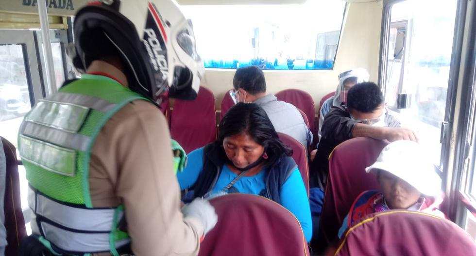 Bajan a pasajeros de transporte urbano por no usar protector facial en Arequipa (VIDEO)