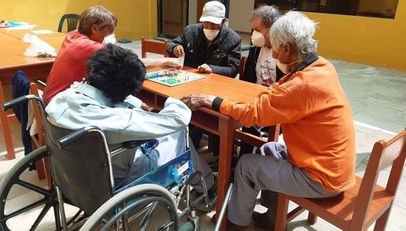 Les brindan vivienda, alimentación, medicamentos y otros cuidados. (Fotos: difusión)