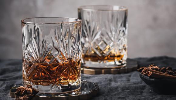 El whisky puedes disfrutarlo, especialmente, con comida nikkei (fusión de gastronomía peruana y japonesa), carnes rojas a la parrilla, entradas y postres, entre otras opciones. (Foto:  Anna Pyshniuk / Pexels)
