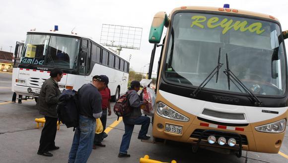 Desde hoy quedan suspendidos los viajes interprovinciales terrestres y aéreos en regiones de retorno a cuarentena