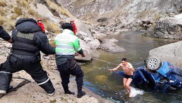 En otro accidente, un automóvil cayó al río denominado Huirquis. (Foto: Difusión)
