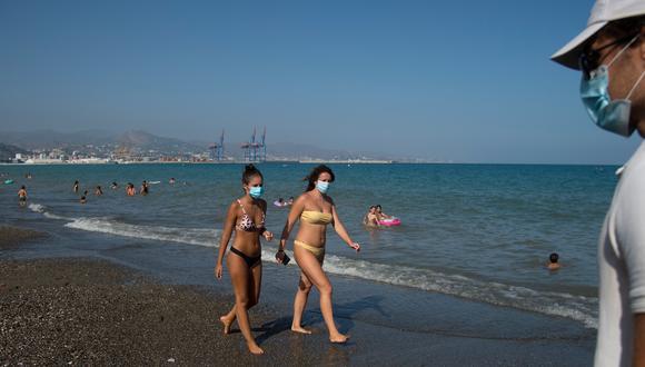 Las estaciones anuales no parecen influir en el desarrollo de la pandemia de coronavirus, dijo la OMS. (Foto: JORGE GUERRERO / AFP)