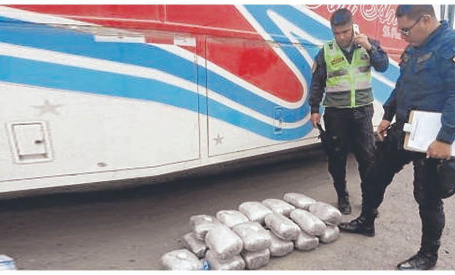 Mujer es detenida cuando trasladaba 21 paquetes con droga en un ómnibus