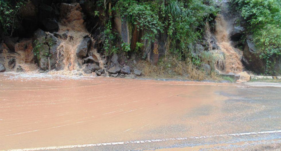 Lluvias inundan Carretera Marginal en Selva Central