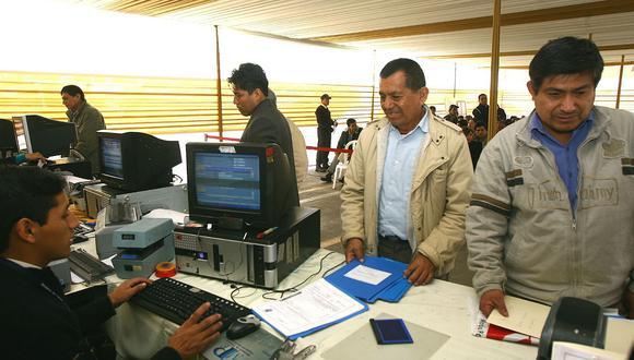 Extrabajadores cesados irregularmente podrán acceder a compensación económica desde S/1 860