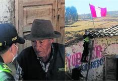 Anciano no tenía dinero para colocar la bandera del Perú en su casa ypolicías de Huancavelica le regalaron una