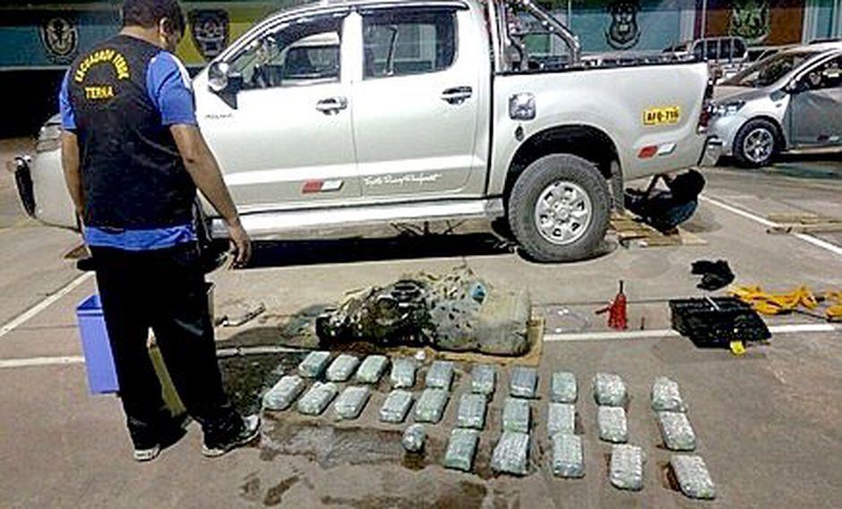 Policía interviene camioneta cargada con 25 kilos de droga
