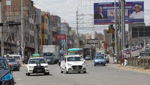 Proponen que transporte público circule solo hasta las 14:00 horas  Foto: Leonardo Cuito