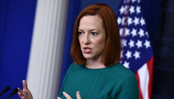 La portavoz de la Casa Blanca Jen Psaki anunció que todos los adultos de Estados Unidos podrán empezar a sacar sus citas para vacunarse contra el coronavirus desde el 19 de abril. (Foto: Brendan Smialowski / AFP).