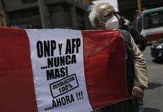 Afiliados de ONP y gremios de salud protestan en exteriores del Congreso