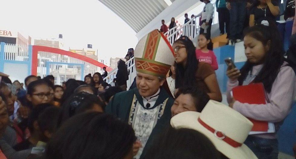 Obispo auxiliar de Arequipa compartió momentos con más de 2 mil personas en Majes