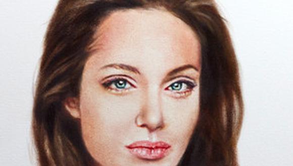 Pintan retrato topless de Angelina Jolie tras mastectomía para caridad