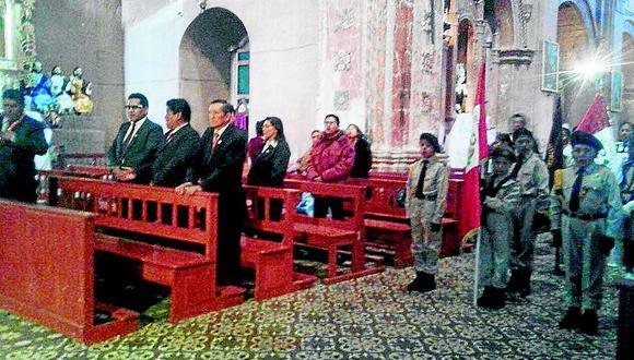 Párroco que oficiaba misa en Pomata expulsa del recinto a gerente municipal