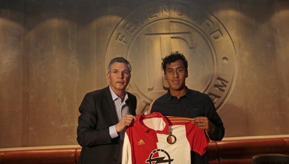Renato Tapia fue presentado como jugador del Feyenoord
